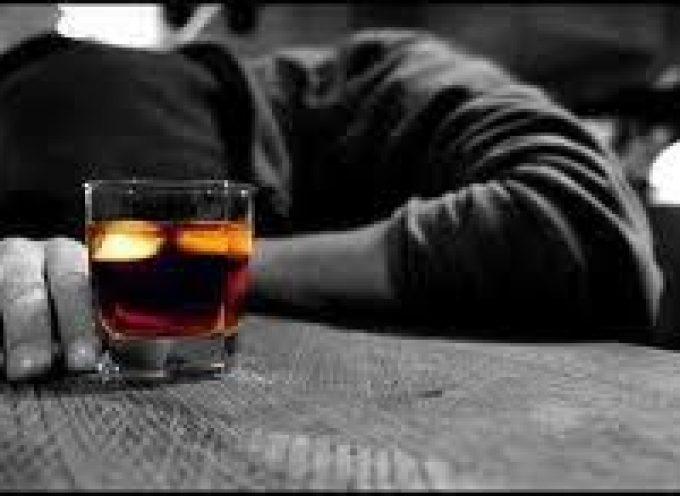 Quali sono i rischi dell'uso di alcool per risolvere la depressione?