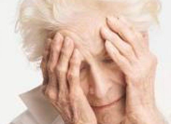 Come si manifesta la depressione negli individui anziani?